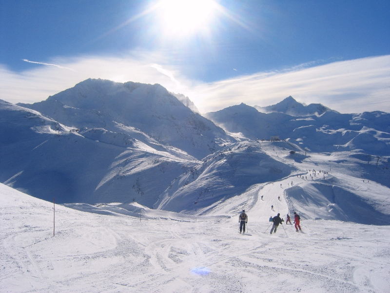 skiing in val thorens at easter snowbound airport transfers. Black Bedroom Furniture Sets. Home Design Ideas